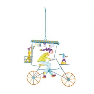 「風に乗った自転車」 絵描きの見習い